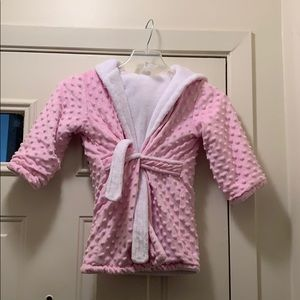 Blankets & Beyond Robe size 3T pre owned
